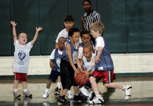little-kids-basketball-game