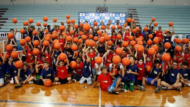 Crianças no basquetebol